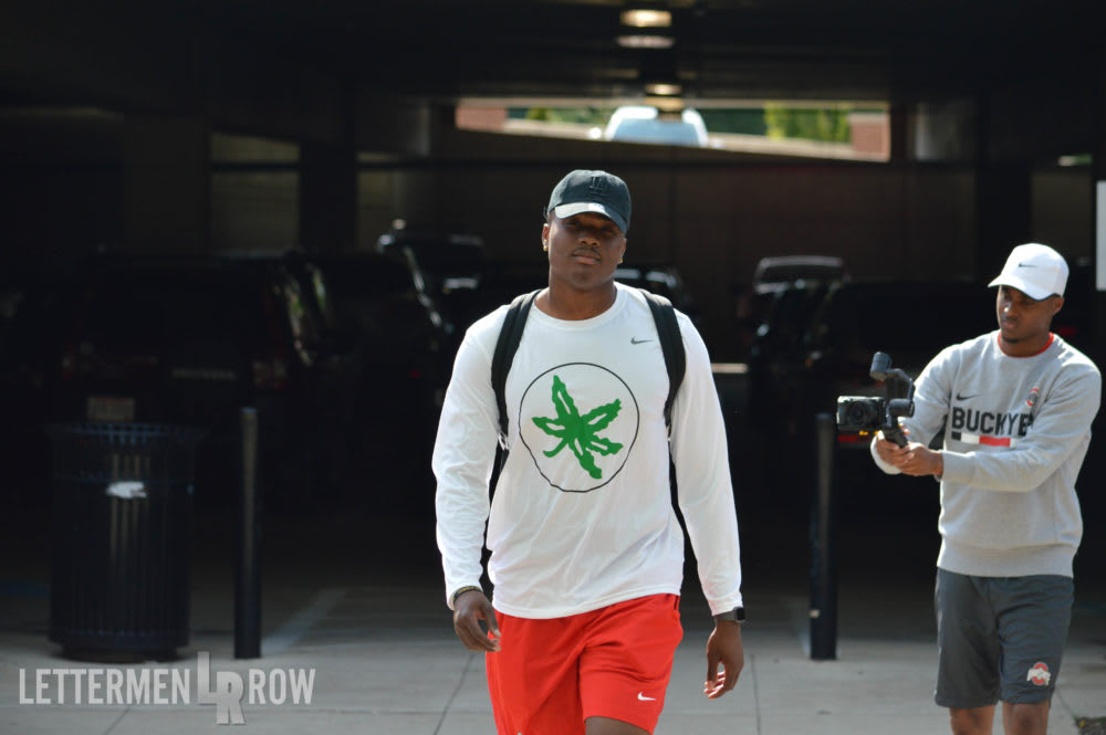 ohio state-buckeyes-hotel-check in-Dwayne Haskins